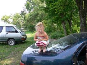 Анюта на машине