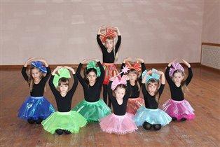 Школьные друзья по танцам.
