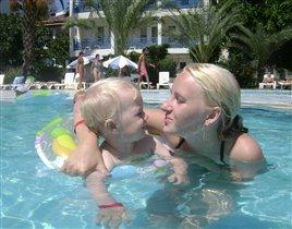 плаваем в бассейне