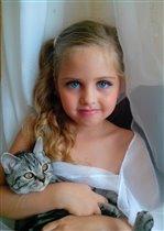 Аленушка с малышкой Боней.
