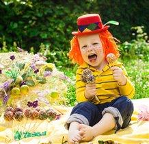 Яркий, веселый клоун