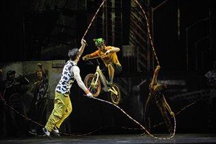 Cirque du Soleil представляет Cirque Éloize