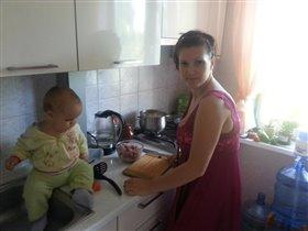 Мы сынулей готовим обед))