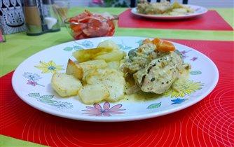 Кролик в сметане и запеченный картофель