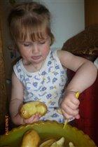 Маме помогу немножко - в суп начищу я картошки!