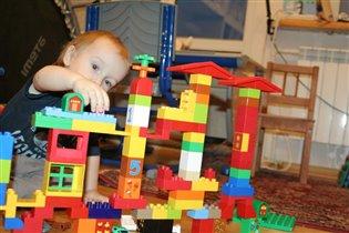 Вот вырасту большим, буду строить города!