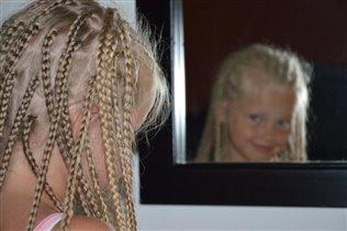 Волосочек к волоску я в косички заплету....