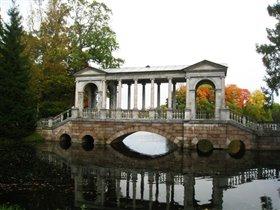 осенний мраморный мост