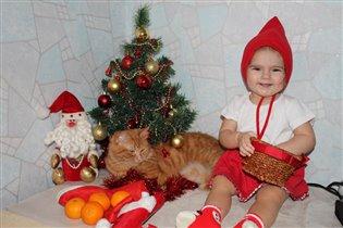 Сидим под ёлочкой - ждём подарочков!