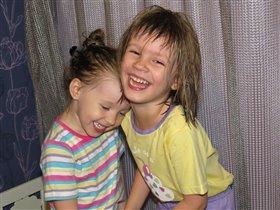 Двсе сестрички-хохотушки