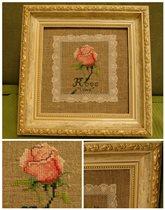 Вышивка роза в деревянной раме. Цена 500р