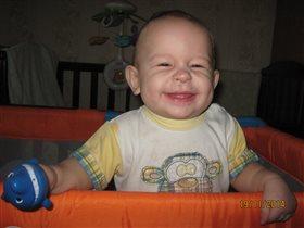 Лёва 'Теперь у меня зубки, как у акулы!' :-))