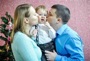 Новогодний поцелуй у ёлочки