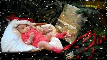 Наш гномик Кристинка, поздравляет всех с Новым Год