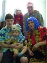 Дружно встречаем Новый Год всей семьёй!