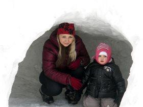в снежной пещере