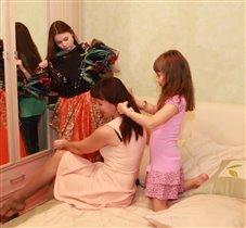 Дочки - матери - выбираем наряд маме
