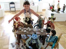На выставке кукол ручной работы