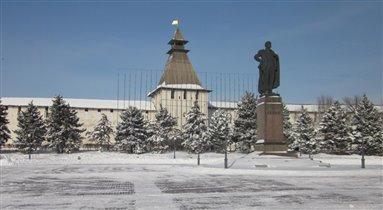 Снежок на площади