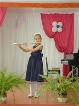Юная флейтистка.