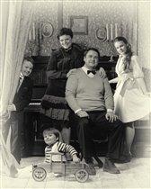 Чёрно-белое кино. Хроника одной семьи...