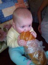 наконец то покормили)))