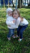 Две сестрички хохотушки