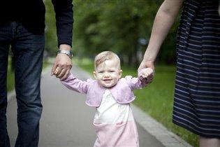 Первые шажки с мамой и папой