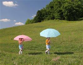 Мы под зонтиком идем!