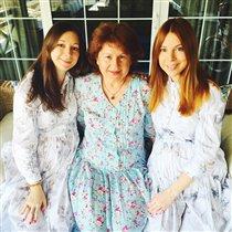 Беременные Наталья Подольская и сестра-близнец Юлианна: праздник на пятерых