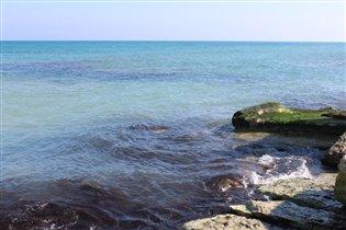 Цветная вода на море