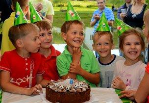 Веселье у друзей всегда и радость лица озаряет!...