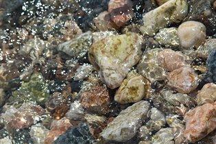 В морской воде чудесные камушки!!!