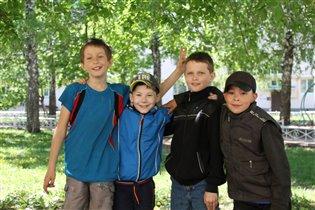 Кирилл летом с друзьями!