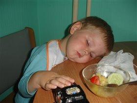Поел, поиграл и сладко поспал.