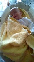 Сладко спится Тимофейке в новой качельке