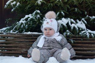 Ритуська лапуська-первый снежок.
