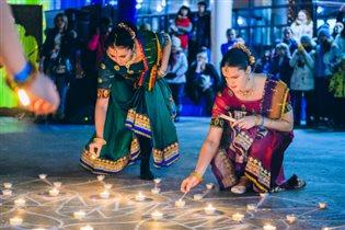 Индийский праздник света и огня Дивали в парке - музее 'ЭТНОМИР'