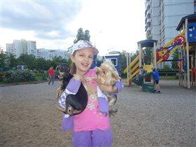 Анна и любимые четвероногие друзья Джесси и Берта.