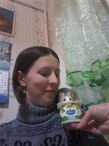 Наша сладкоежка)))