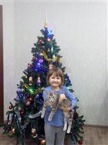 3 красотки: елка, Сашка, кошка Мышка