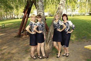 Мама, две дочки и внучка