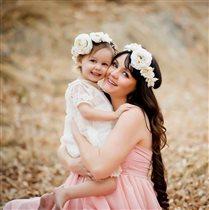 А у мамы и у дочки красивые веночки