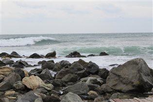 И волны – о берег, и пена кипела..