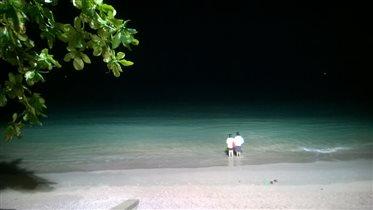 Ночью море волнующее и манящее