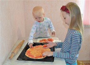 Ну, а мы готовим пиццу!
