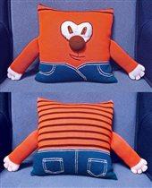 Вязаная подушка чудо-зверь обнимашка. Цена 300р