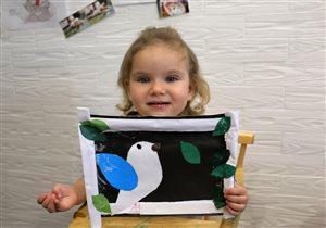 Дочка(1г,11м)любит клеить,рисовать и творить
