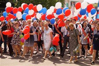 Традиционное шествие выпускников по главной улице