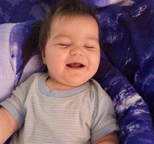 С раннего детства с улыбкой идем по жизни